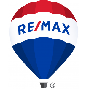 RE/MAX  Distinctive